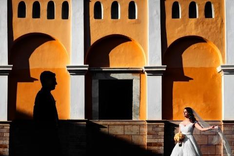 Bruiloft Fotojournalisten kunnen op huwelijksdag creatieve portretten maken.