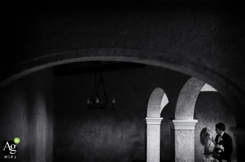 Villa dei Volsci - Velletri Roma - Italy Wedding Venue Pictures | Portrait of The bride and groom under the black and white arches