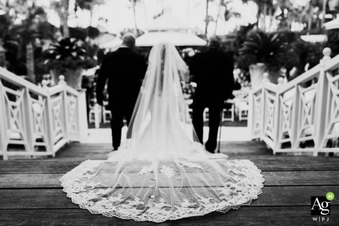 Lukas Guillaume is an artistic wedding photographer for Florida
