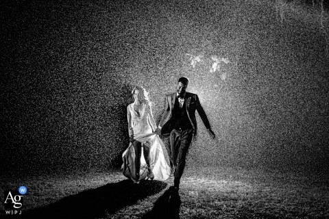 Tenuta di Polline black and white image of the Bride and Groom running through the rain