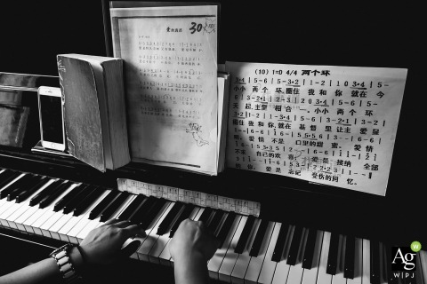 FuJian QuanZhou Wedding Poetry | Detail photo of hands on the piano keyboard