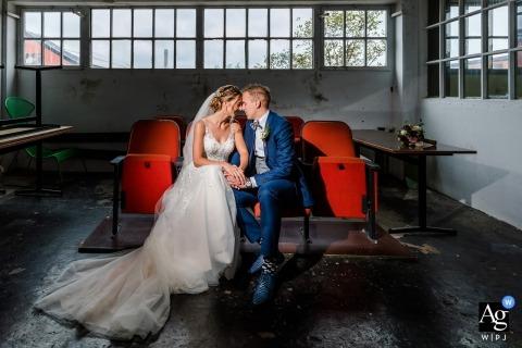 Lijm & Cultuur Holland Para ślubna w przemysłowym miejscu podczas sesji portretowej
