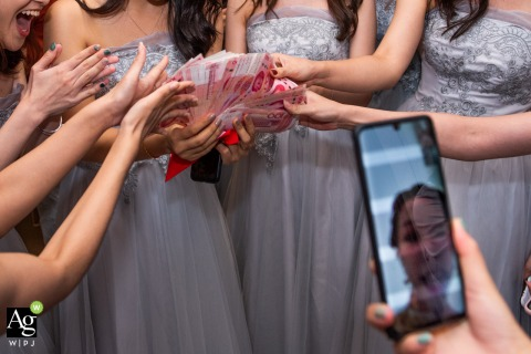 Guangzhou wedding photographer taking pictures at Home | Detail photo of Money from the birdegroom