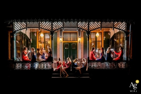 Restaurant de Hucht in Elst | Group photography shot of bride and her girlfriends