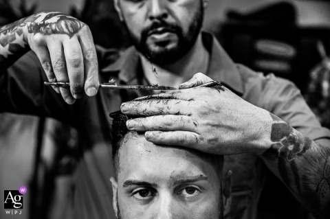 Brazil wedding photographer for São Paulo - Groom cutting his hair at the barber