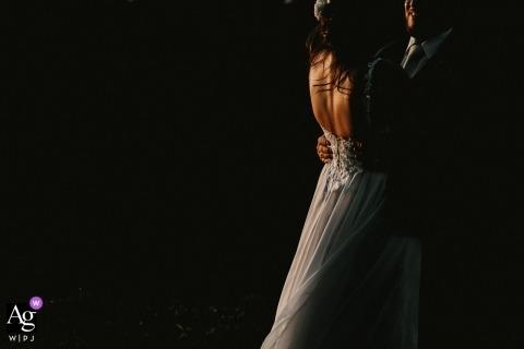Portret van bruid en bruidegom in warm licht door Porto Alegre Rio Grande do Sul trouwfotograaf