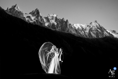 Hotel mont Blanc Chamonix wedding pictures - A couple and the bride's vail