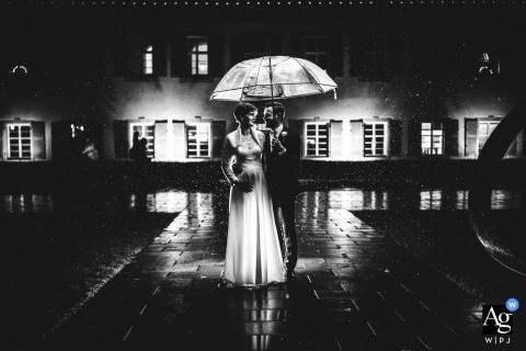 Standesamt Rechberghausen Rain Portrait of the Bride and Groom with an Umbrella at Night