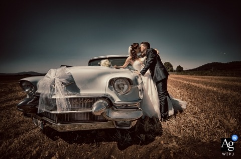 Liguria Acquapendente | Natural Love wedding portrait with a vintage car