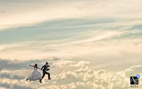 Fujian outdoors wedding portrait in the clouds - The bride and groom jumped up