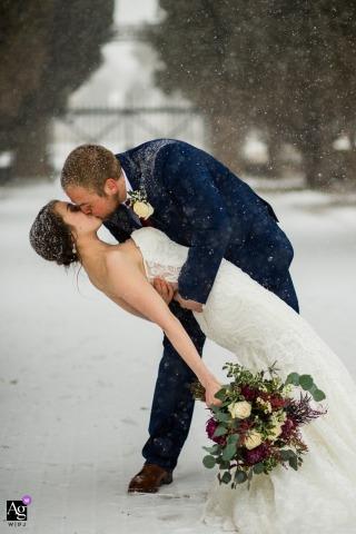 Colorado Reception Venue Portrait of a Couple kissing in the falling snow
