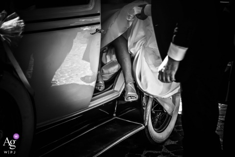 Firenze photo of the bride getting out of the car | Fine art wedding detail picture