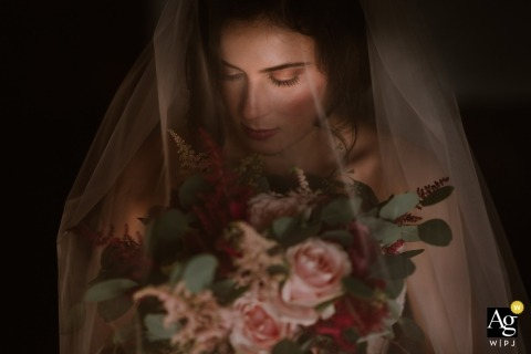Finca Machoenia, Francia bride portrait on wedding day with her bouquet of flowers