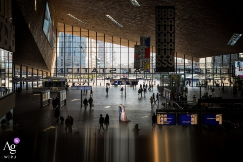 Rotterdam central station - NL | Portrait of a couple with big love in a big city