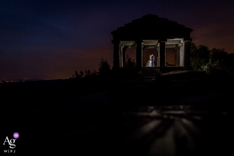 Alsace wedding photographer at the temple with the bride and groom at night