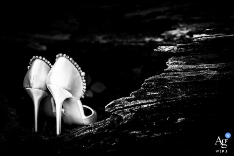 Tenuta di Polline - Lago di Bracciano - Italy wedding photography of the shoes of the bride in a broken tree