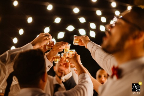 Haras do Morro - Brasília - Brazil wedding photography | Guests toasting under lights