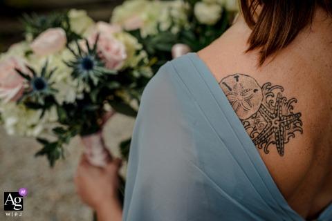 Chateau de Queille, Francja | Ślubne kwiaty w twoich rękach i na plecach