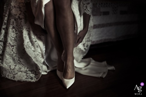 Casa Della Sposa wedding day detail photo | Bride putting on her shoes