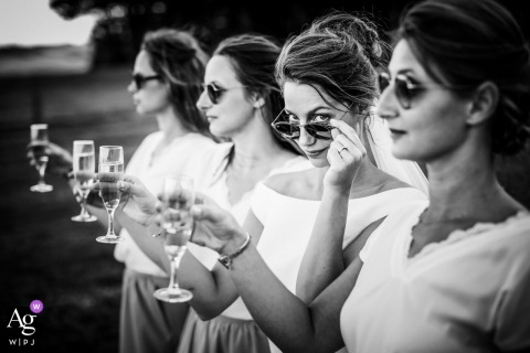 Wedding Reception Venue - France | The look of the Bride with her sisters | Portrait Photography