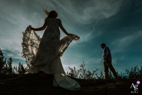 Praia do Rosa - Santa Catarina | Creative portrait of the bride and groom under the blue sky