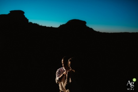 Minas do Camaquá - Rio Grande do Sul wedding venue photography | Portrait of the bride and groom near sunset with off camera flash - OCF
