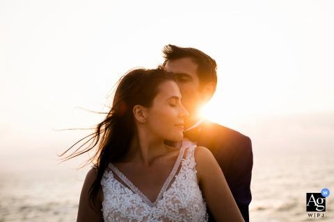 Istanboel liefhebbers in de magische zonsondergang | Bruid en bruidegom creatief licht portret