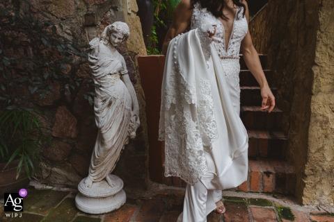 Die Braut auf dem Weg zur Zeremonie in der Casa Villa Verde, Playa Conchas Chinas, Puerto Vallarta, Mexiko