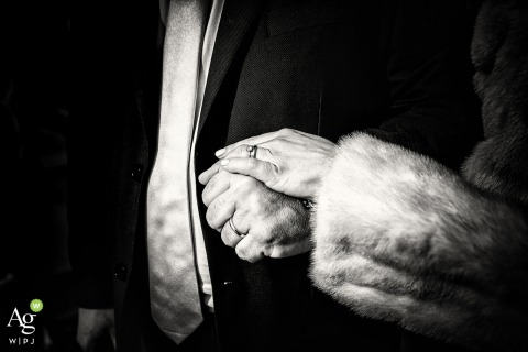 Milano fine art wedding detail photography picture of hands and rings