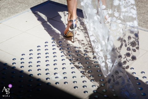 grignan artistic wedding photo of the foot bride