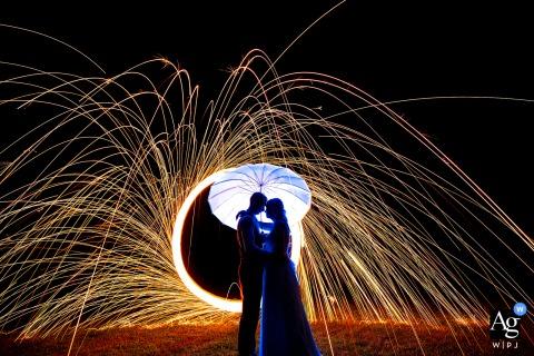 Nocny ślubny portret młodej pary z wełną stalową w Lincoln, NE w prywatnej rezydencji