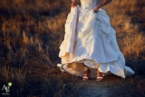 Foto de fotografía de bodas de bellas artes de Certaldo, Toscana - Detalle del vestido y los zapatos