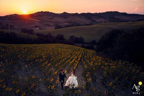 Portrait de couple artistique au coucher du soleil à Certaldo - Toscane