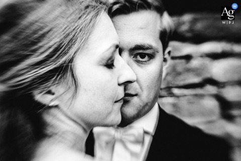 Burg Staufeneck photo de mariage artistique des mariés avec un seul œil de chacun