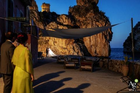 Tonnara di Scopello, sposi artistici in Sicilia Servizio fotografico per un matrimonio ai faraglioni di Scopello