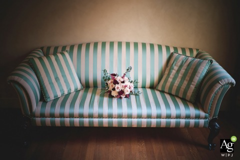 Posta dei Donini fine art wedding detail photography picture of the brides Bouquet sitting solo on the couch