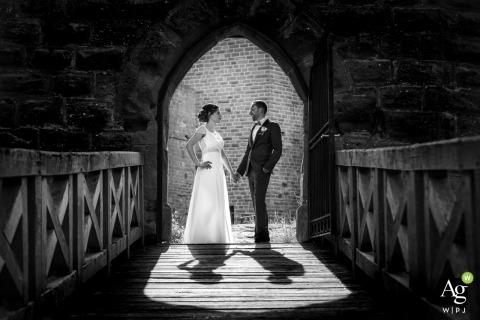 Alsace jour de mariage créatif portrait de la mariée et le marié à un château de porte