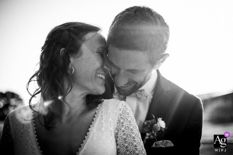 Tarn black and white wedding portrait of a couple in the nice sunlight