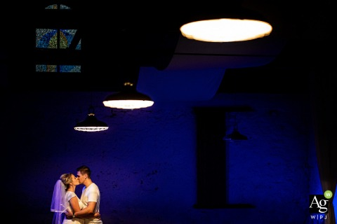 Lišeňský dvůr fine art wedding portrait image Under the lamps on blue background