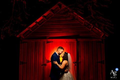 """Retrato de boda en Hacienda Siesta Alegre del fotógrafo de Puerto Rico """"Pon un gel rojo detrás de la pareja y una luz principal sobre la pareja"""""""