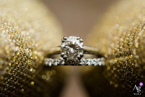 Colorado hotel trouwfoto van de ringen van de bruid tussen haar schoenen