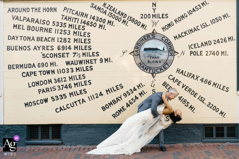 Nantucket, MA, imagem criativa de casamento no centro da cidade, usando um pedaço de fundo artístico