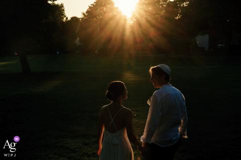 Künstlerisches Hochzeitsbild von Endicott Estate, Dedham, MA mit Sonnenuntergangsstimmung. Während des Empfangs - ca. 5 Fotos aufgenommen