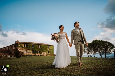 Agriturismo il Rigo bride and groom posing during a portrait session as the couple walks leaving behind the farm and the countryside