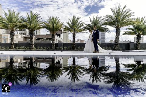 Foto artística do salão de banquetes do casamento de Taiwan sob o reflexo da piscina do espelho