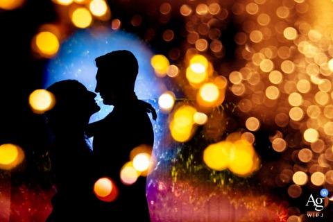 这对夫妇的艺术婚礼形象,与别墅安娜的散景灯-Ispica