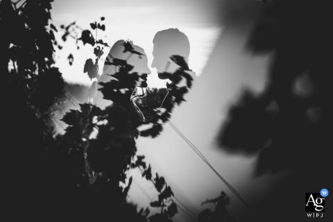 Florencia, Giardino delle rose artística foto de boda en blanco y negro de la novia y el novio mirándose
