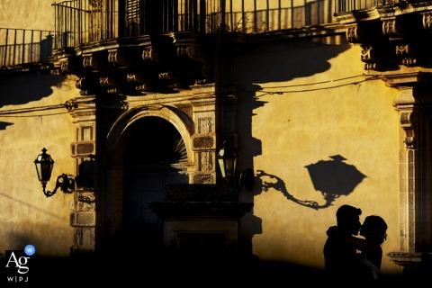 Igreja de San Giorgio em Modica Fotografia em Modica dos cônjuges contra a luz