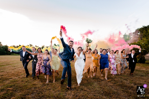 Domaine du Petit Mylord 30300 Beaucaire wedding bridal portrait of them running with colored smoke bombs