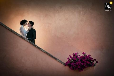 Foto artística de casamento em Florença, Toscana, no local da recepção da noiva e do noivo